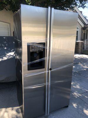 Free used broken GE refrigerator for Sale in El Monte, CA