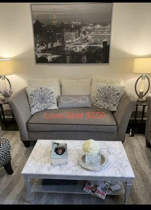 Elegant and spacious Love Seat for Sale in Miami, FL
