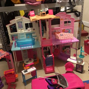 Barbie Playhouse 3 Story, Car, Supermarket, Clinic Care and Beauty Spa for Sale in Miami, FL