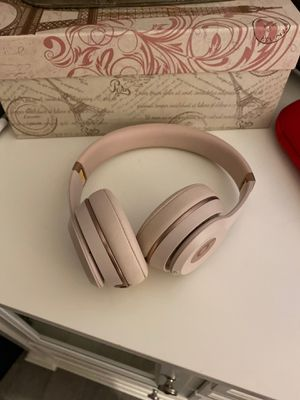 Beats by Dre. Light pink. Solo 3 for Sale in Corona, CA