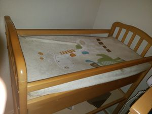 Baby crib with changing table for Sale in Grand Prairie, TX