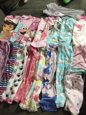 Girl clothes different size 18 to 2t for Sale in Lebanon, TN