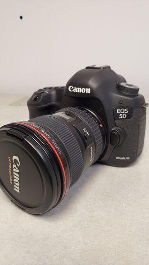 Canon DSLR 5Dmark3. Ef 24-105mm F4 L lens, BG-E11 vertical grip. MINT for Sale in New Milford, CT
