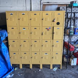 I have a locker storage here for sale whoever needs it can take it for 60 bucks or best offer come and pick it up for Sale in Stamford, CT