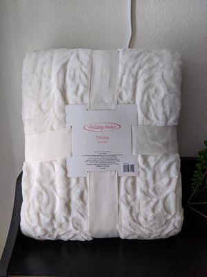 """60""""x80"""" velvet throw blanket for Sale in Everett, WA"""