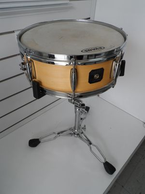"""GRETSCH 10"""" FLOATING SNARE DRUM WITH STAND for Sale in San Antonio, TX"""