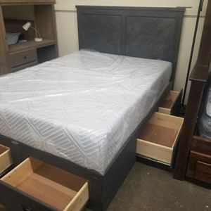 QUEEN BED FRAME W/ DRAWERS for Sale in Paramount, CA