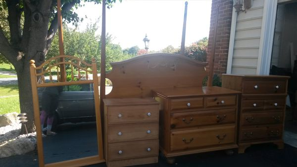 Gorgeous solid wood queen bedroom set