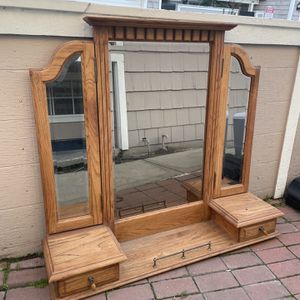 Dresser Mirror Solid Oak Beautiful for Sale in Clovis, CA