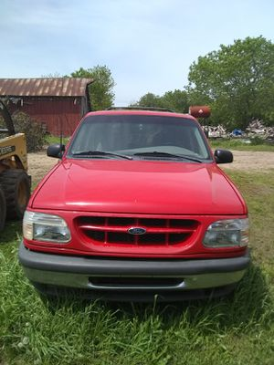 1998 Ford Explorer for Sale in Fowler, MI