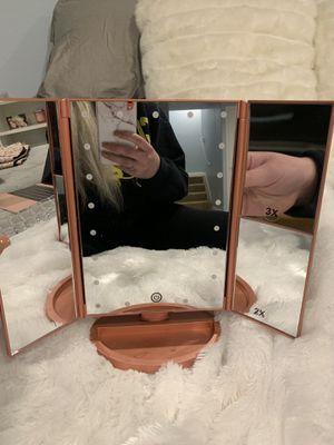 RICHEN DeWEISN Lighted Vanity Makeup Mirror for Sale in Aurora, CO