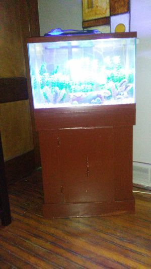 20 gallon fish tank and stand for Sale in Cleveland, OH