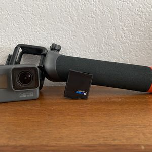 GoPro Hero 5 With Accessories for Sale in Newark, CA