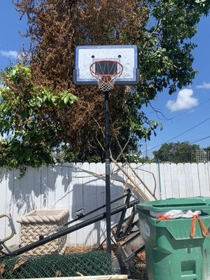 Basketball hoop . for Sale in Miami, FL