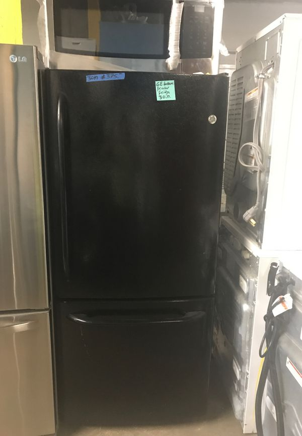 Ge bottom freezer in excellent condition