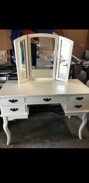 Vanity mirror for Sale in Sunnyside, WA