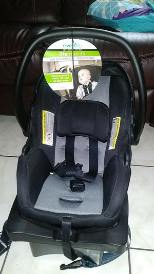 Car seats simply safe. Evenflo snugride and baby trend for Sale in Winter Haven, FL
