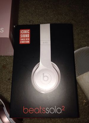 beats solo 2 white for Sale in Gaithersburg, MD