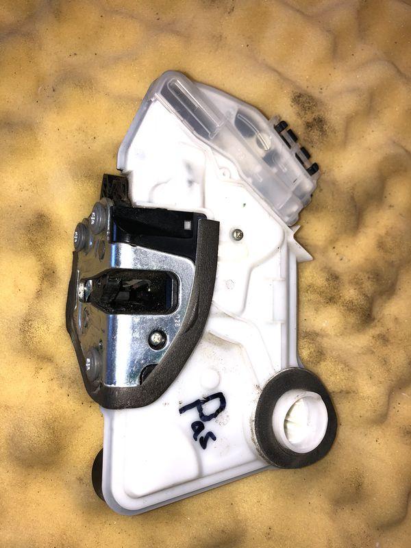 Toyota Corolla OEM Front Right Door Lock Actuator 2014-2017 ( Passenger Side )