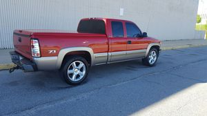 2001 Chevy silverado Z71 miles 200xxxx with 20' rims & flow master exhaust for Sale in Baltimore, MD