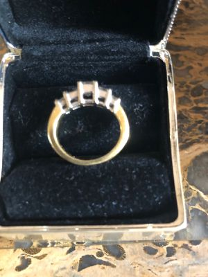 Princess cut 2.5 carat diamond ring for Sale in TEMPLE TERR, FL