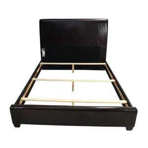 King size bed frame for Sale in Forest Heights, MD
