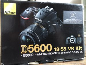 Nikon D5600 with kit lens for Sale in Clayton, NC