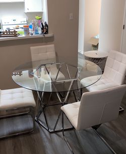 Dining Table And 4 Chairs Set. All White!! for Sale in Cleveland,  OH