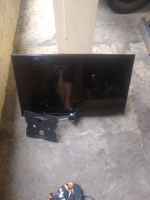 "32"" TCL Roku Smart Tv w/ remote and wall mount for Sale in Laguna Hills, CA"
