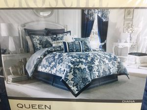 Queen heavy duvet set with pillows for Sale in Miami, FL
