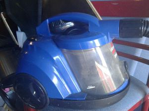 Small Bissell vacuum where's Great small compact on wheels for Sale in Tampa, FL