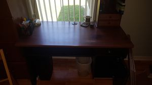 Free Desk and Chair for Sale in Orlando, FL