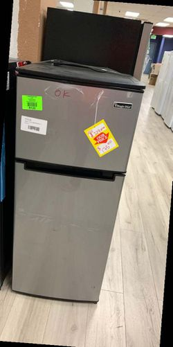 Magic chef HMDR480SE mini fridge TJK for Sale in Grand Terrace,  CA