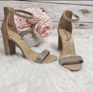 New heels with rhinestone detail size 8 for Sale in Los Angeles, CA