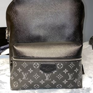 Authentic Louis Vuitton Discovery Backpack Monogram Taigarama PM for Sale in Chicago, IL