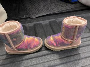 UGG Girls' Pink Sparkle Sequin Boots, toddler size 9 for Sale in Glenshaw, PA