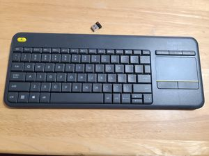 Logitech K400+ wireless keyboard mouse combo for Sale in Fresno, CA