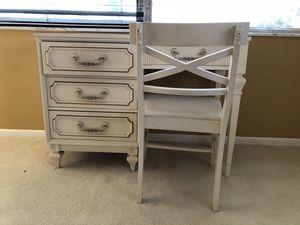 ¡MUST SEE! 3 DRAWER DESK AND CHAIR! for Sale in Pompano Beach, FL