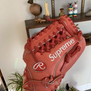 Supreme New York Rawlings Baseball Glove for Sale in Los Angeles, CA