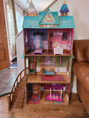 Disney Frozen Doll house for Sale in Valley Stream, NY