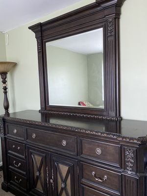 Leather, tufted Luxurious bedroom set for Sale in Ashburn, VA