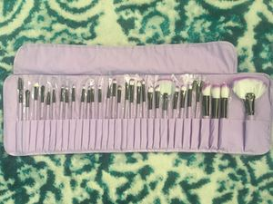 Makeup Brushes (31) for Sale in Redmond, WA