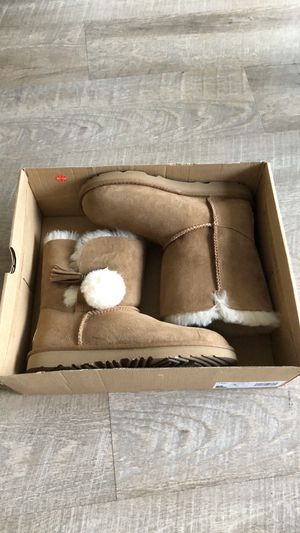 New UGG boots sz4 for Sale in San Diego, CA