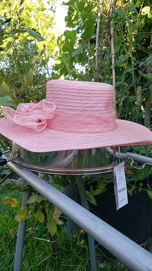 Pink hat for Sale in El Monte, CA