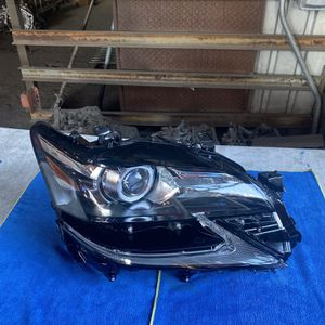 2016-2019 LEXUS GS350 GS450H GS200T RIGHT PASSENGER SIDE HEADLIGHT LED OEM/USED for Sale in Los Angeles, CA