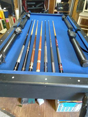 Seven PoolCues &4 leathercases for Sale in Wesley Chapel, FL