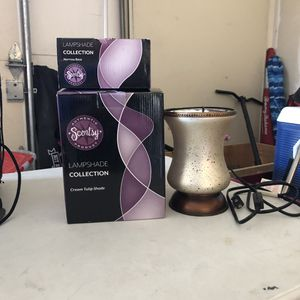 Scentsy warmers & plug-ins for Sale in Moreno Valley, CA