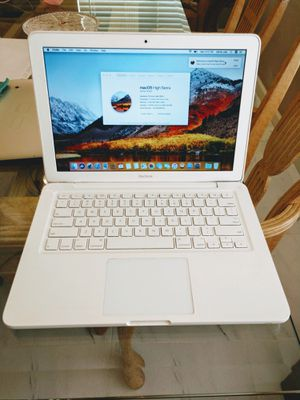 2010 White Unibody Apple MacBook Pro 4GB/250GB! W Charger! Newer Battery for Sale in Las Vegas, NV