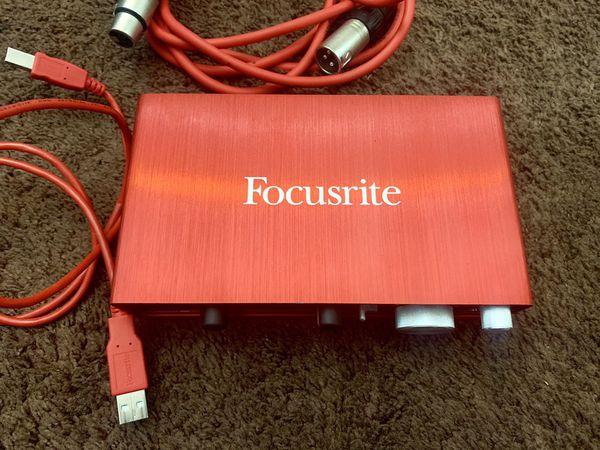 Focusrite Scarlett 2i2 + Mic + Pop Filter