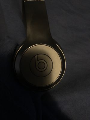 Beats solo 3 wireless for Sale in Bell Gardens, CA